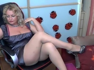 blonde mature pantyhose cam