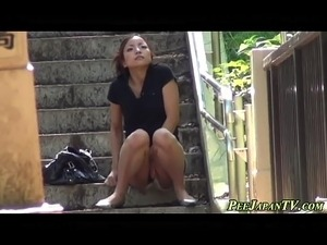 Highheeled asian pissing