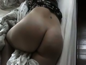 My bubble butt wife lets me play with her ass in the morning