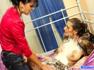 Bukkaked les titfucked by femdom with strapon