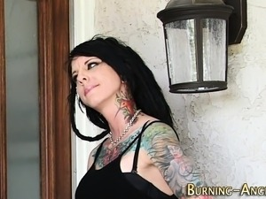 Tattooed goth slut sucks