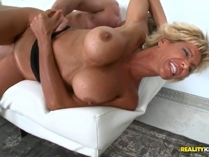 Fabulous mature slender woman seduced and fucked on cam