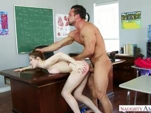 Great looking coed Gwen Stark wants to fuck her teacher