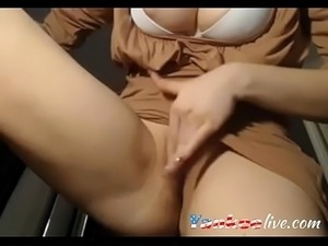 Curvy slut masturbates on a webcam - YankeeLive.com