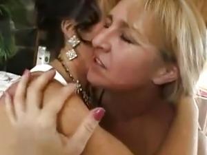 De'Bella e Mia Ivanova
