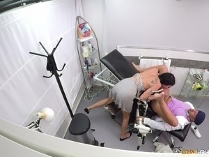 Debora Mendez spreads her legs for a kinky doctor's dong