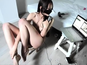 Masked Asian camgirl puts her splendid body on display