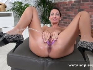 This piss loving vixen loves to drink her own piss and she is so sexy
