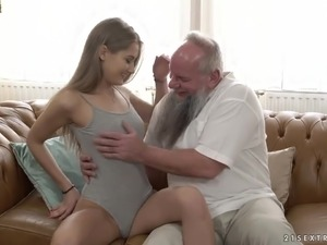 Hairy old man lick pussy outdoors