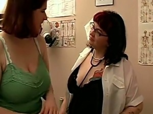 Porn star doctor sexually manipulates patient's plump pussy and tits for a...