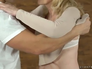 Wrinkled auburn cougar Szuzanne gives quite solid blowjob to her man