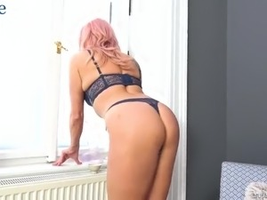 Wonderful Czech lady Brittany Bardot demonstrates her awesome buttrose