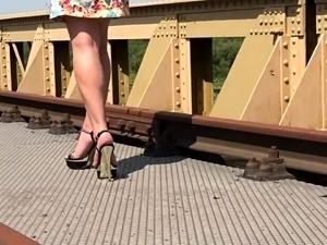 Public blow job outdoor pussy fingering