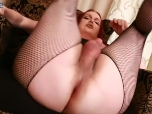 American transsexual slut in her 40s Wendy Williams wanks her strong cock
