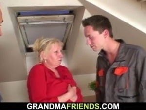 Two repairmen screw busty old granny