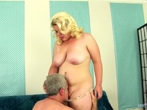 Blonde plumper gets her tits sucked and kissed on her belly