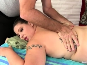 Sexy plumper visits a masseur and lays naked on the massage