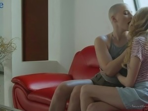 Almost bald Canadian lesbian Riley Nixon is so into cunnilingus session