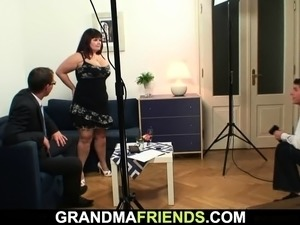 Chubby old woman double dicked on photosession