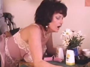 Brunette housewife gets her twat slammed hard by neighbor