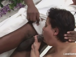 Black dude making a horny bbw cum hard.mp4