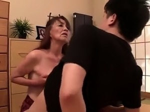 Buxom Japanese granny pleases her aching cunt in the bathtub