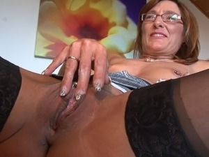 Mature woman with pierced nipples dildoing her shaved pussy