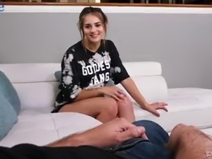 Dirty-minded GF Sofie Reyez gets rid of T-shirt to give a nonstop blowjob