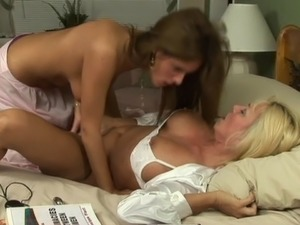 Elegant mature blonde shown that only women know how to lick pussy