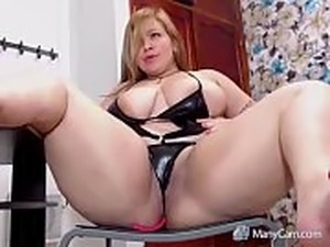 sexyblondy 69: le encanta hacer webcam